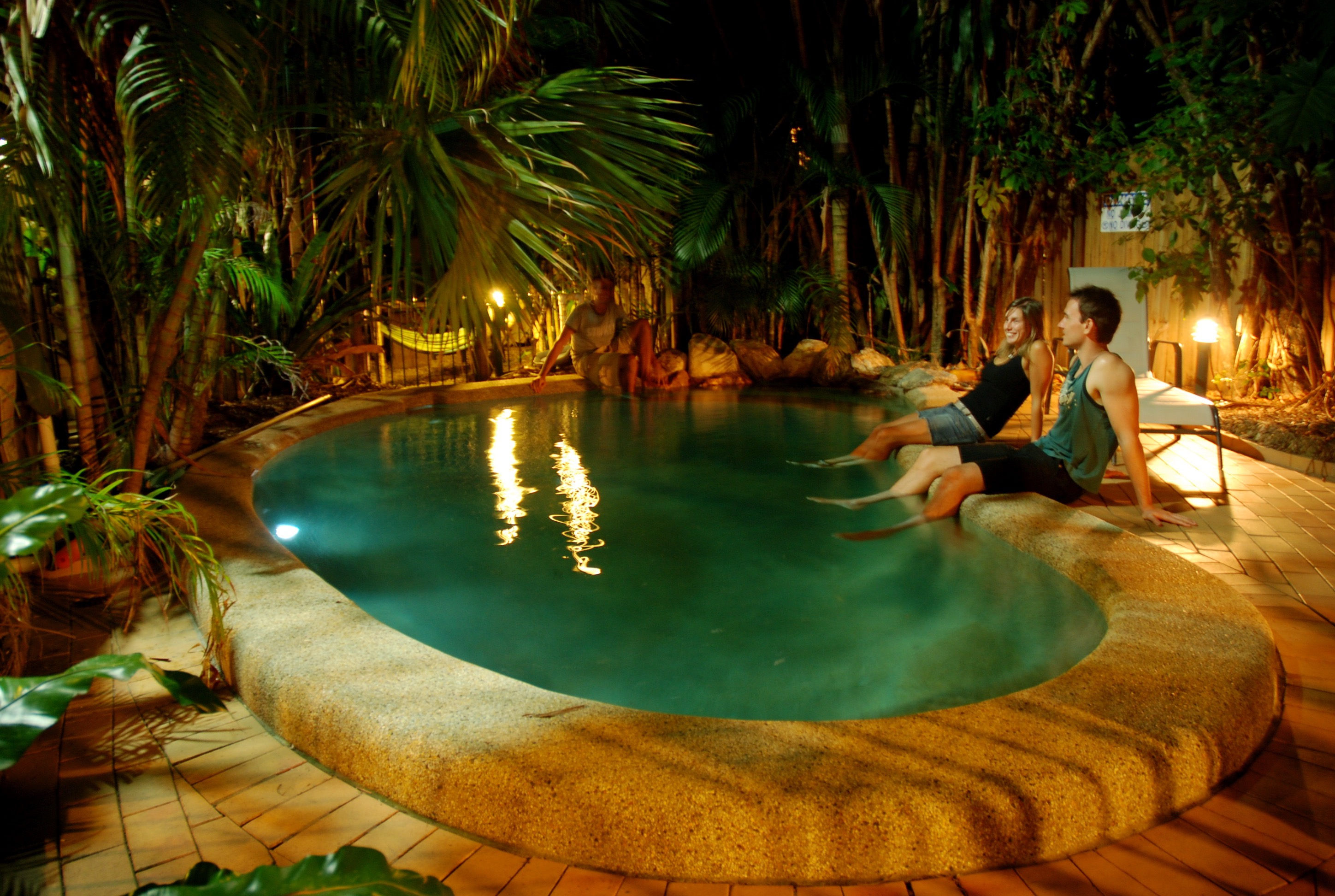 Dreamtime-Hostel-Cairns-Australia-Swimming-Pool-great-location-price