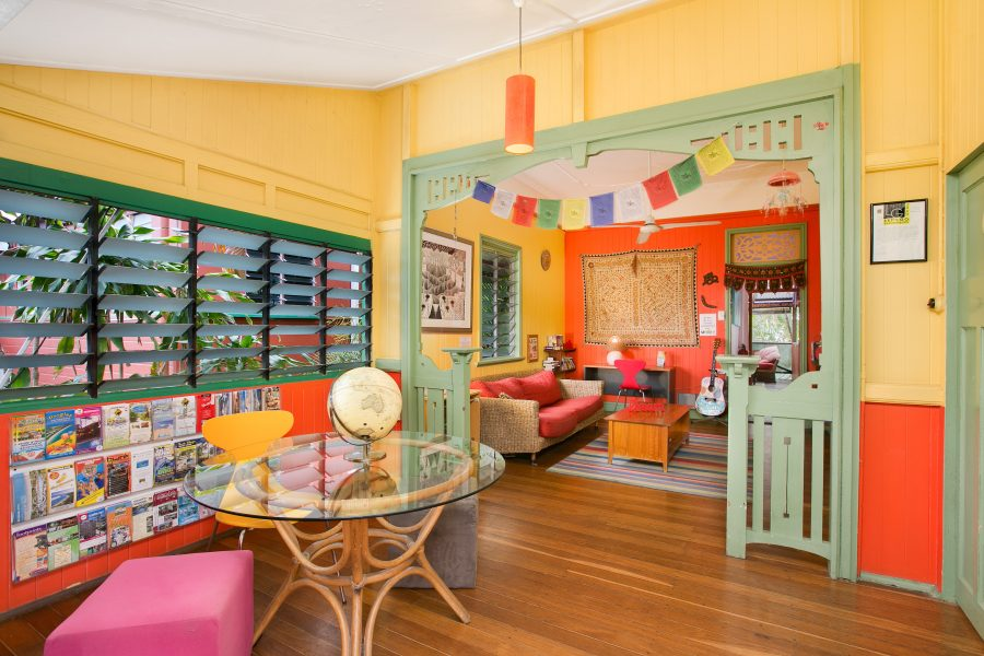 Best-hostel-cairns-funky-lounge-hippie-homely-atmosphere-relax