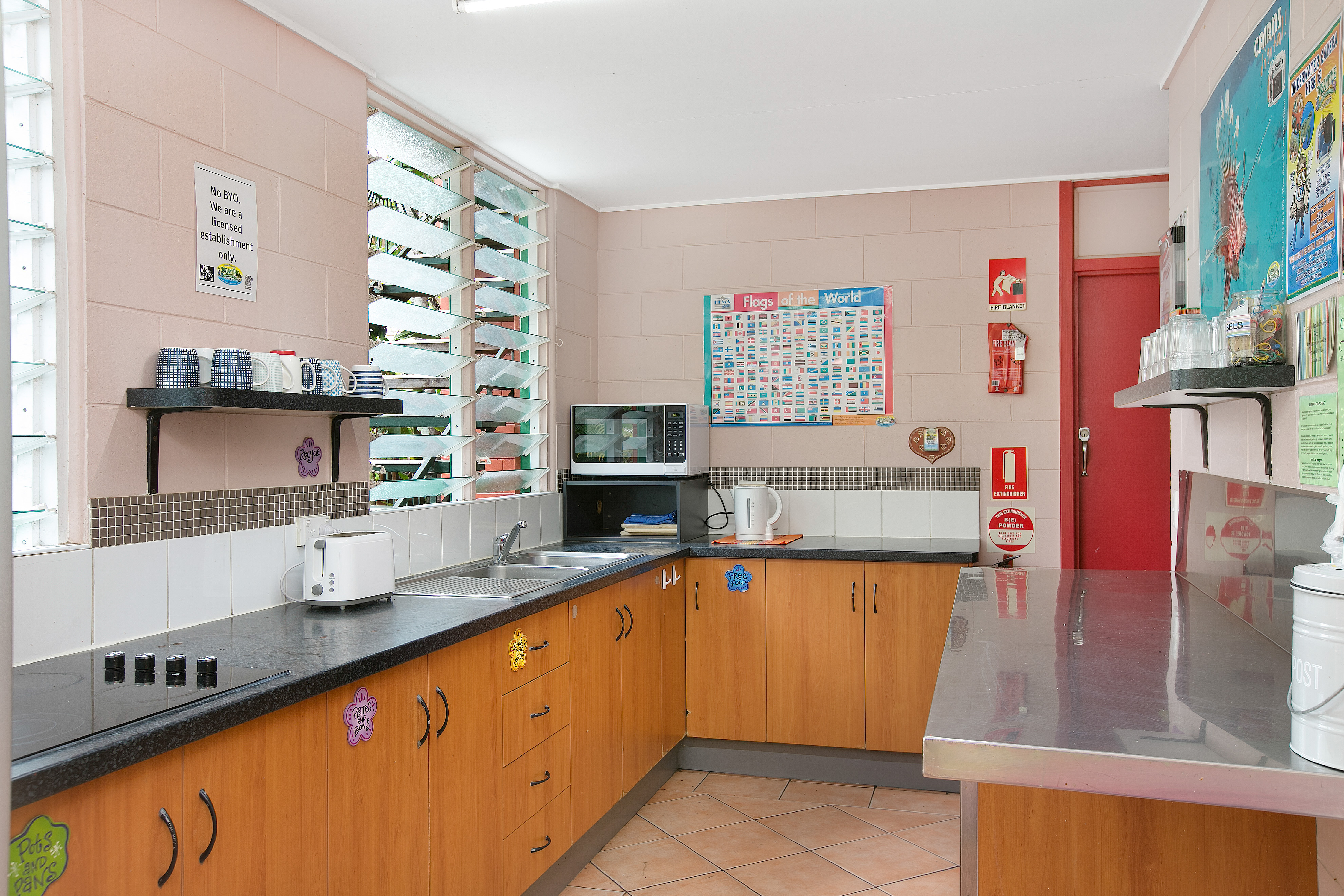 Dreamtime Hostel Cairns kitchen