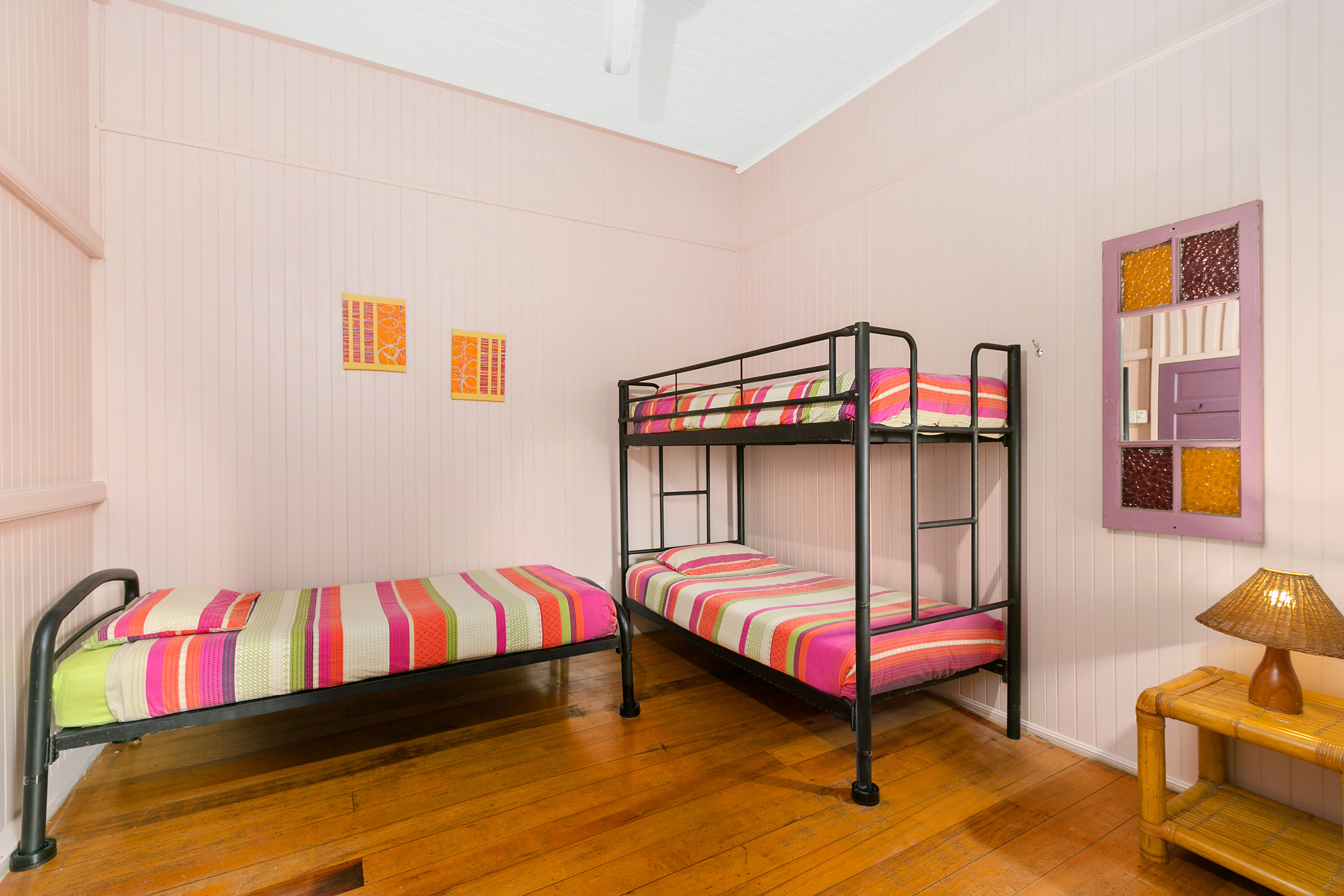 cairns-best-hostel-backpackers-dorm-share-cheap