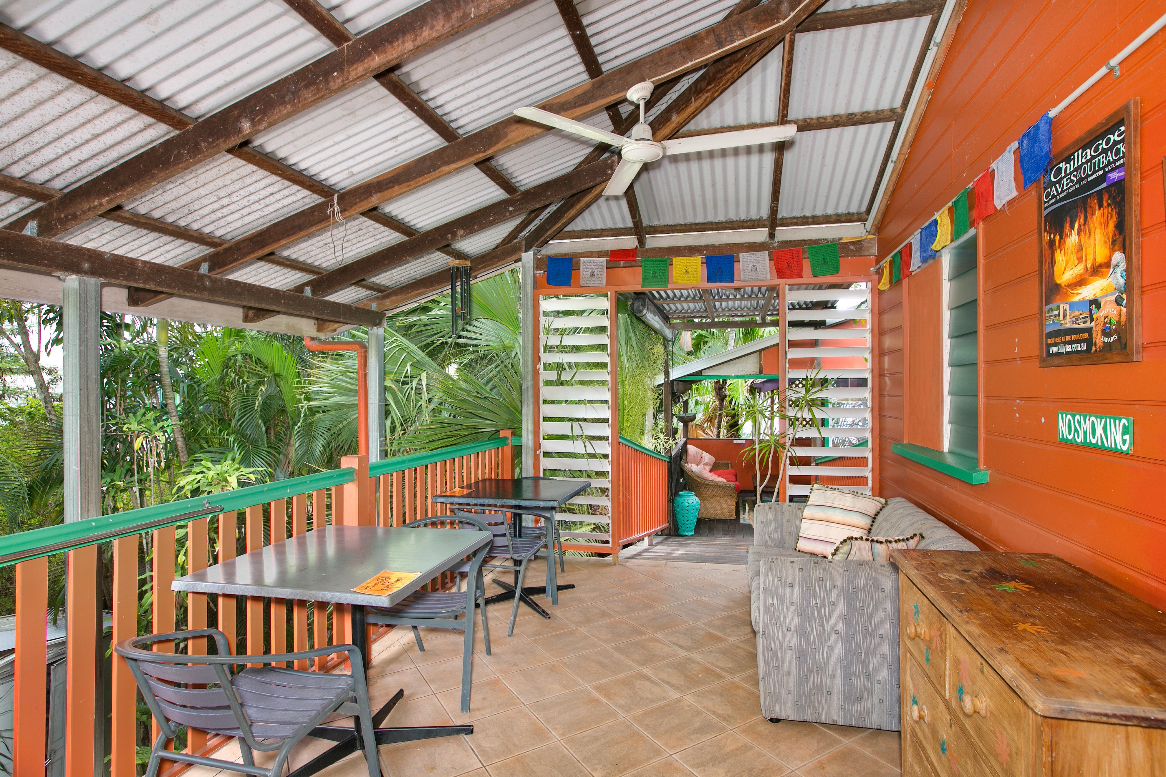 Dreamtime-Cairns-Australia-lounge-best-hostel