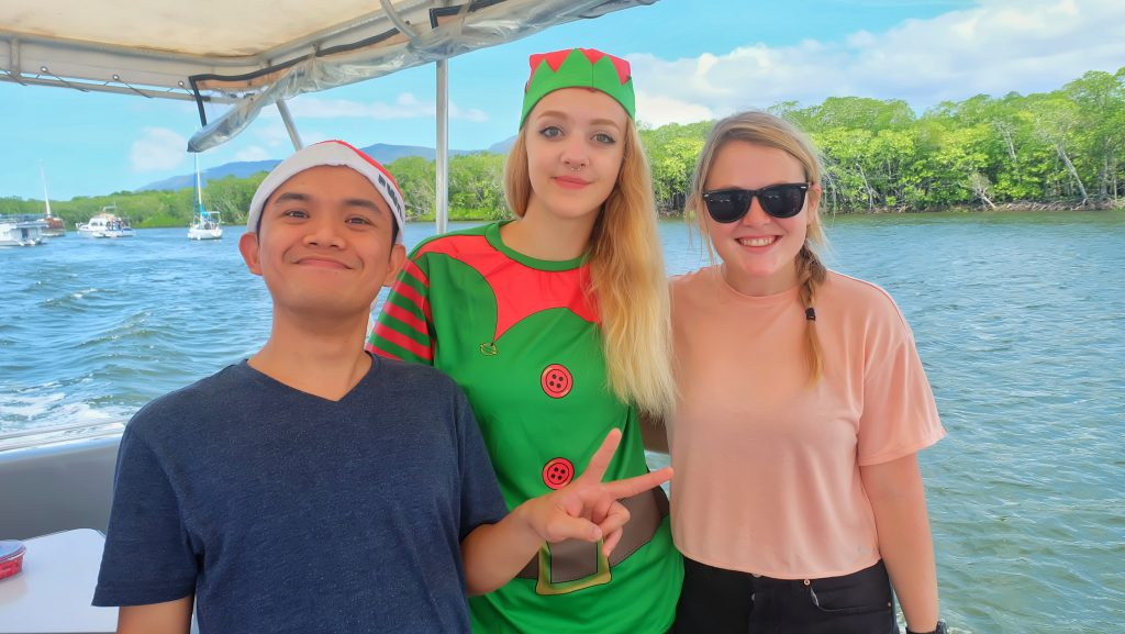 dreamtime-hostel-cairns-xmas-party-paradise-tropical-backpackers