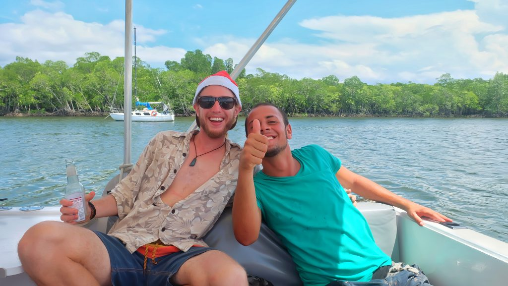 dreamtime-hostel-cairns-xmas-party-paradise-tropical-helpers