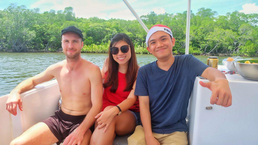 dreamtime-hostel-cairns-xmas-party-paradise-tropical-friends
